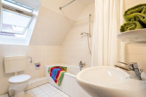 Badezimmer 2 mit Wanne