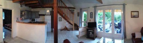 Wohnraum mit Küchenzeile und Ausgang Ter.