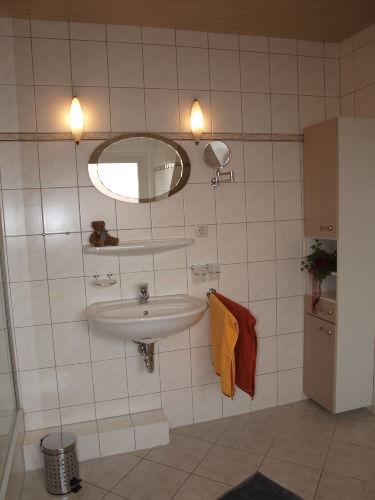 Badezimmer rechte Seite Eingang