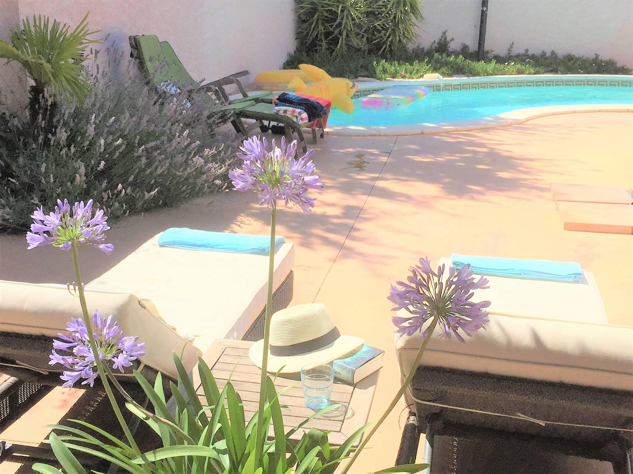 Ferienhaus mit Pool, Außendusche
