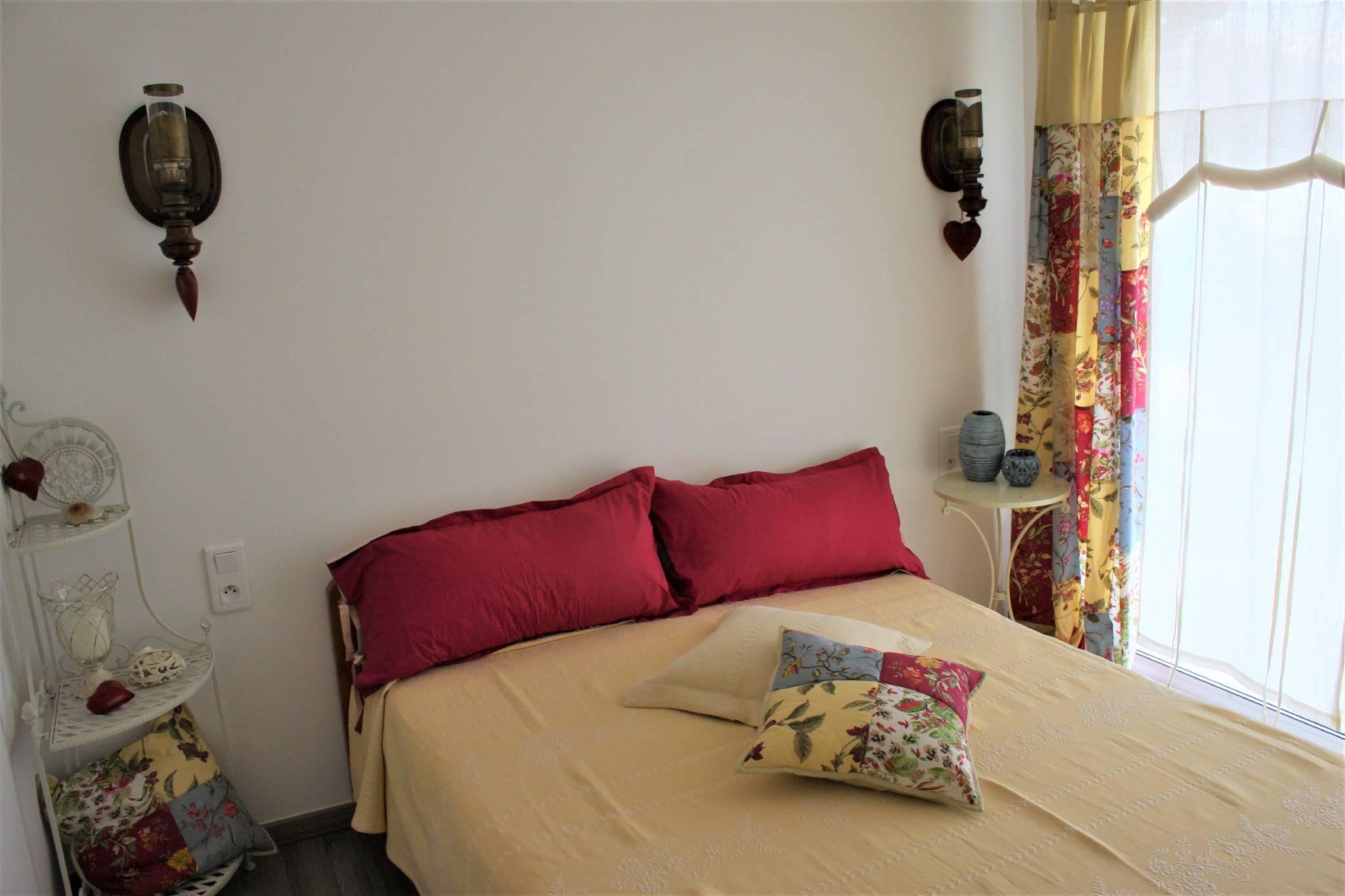 Schlafzimmer,Bettwäsche vorhanden