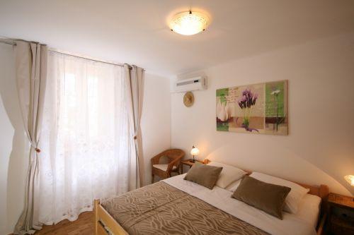 Schlafzimmer mit Fliegengitterschutz