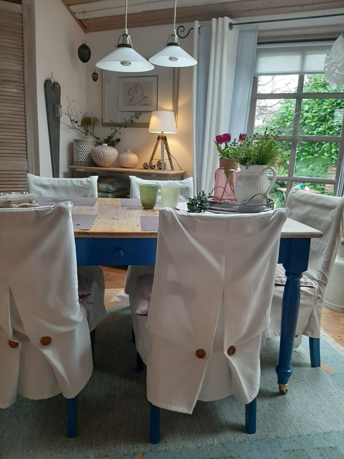 Essecke mit halboffener Küche