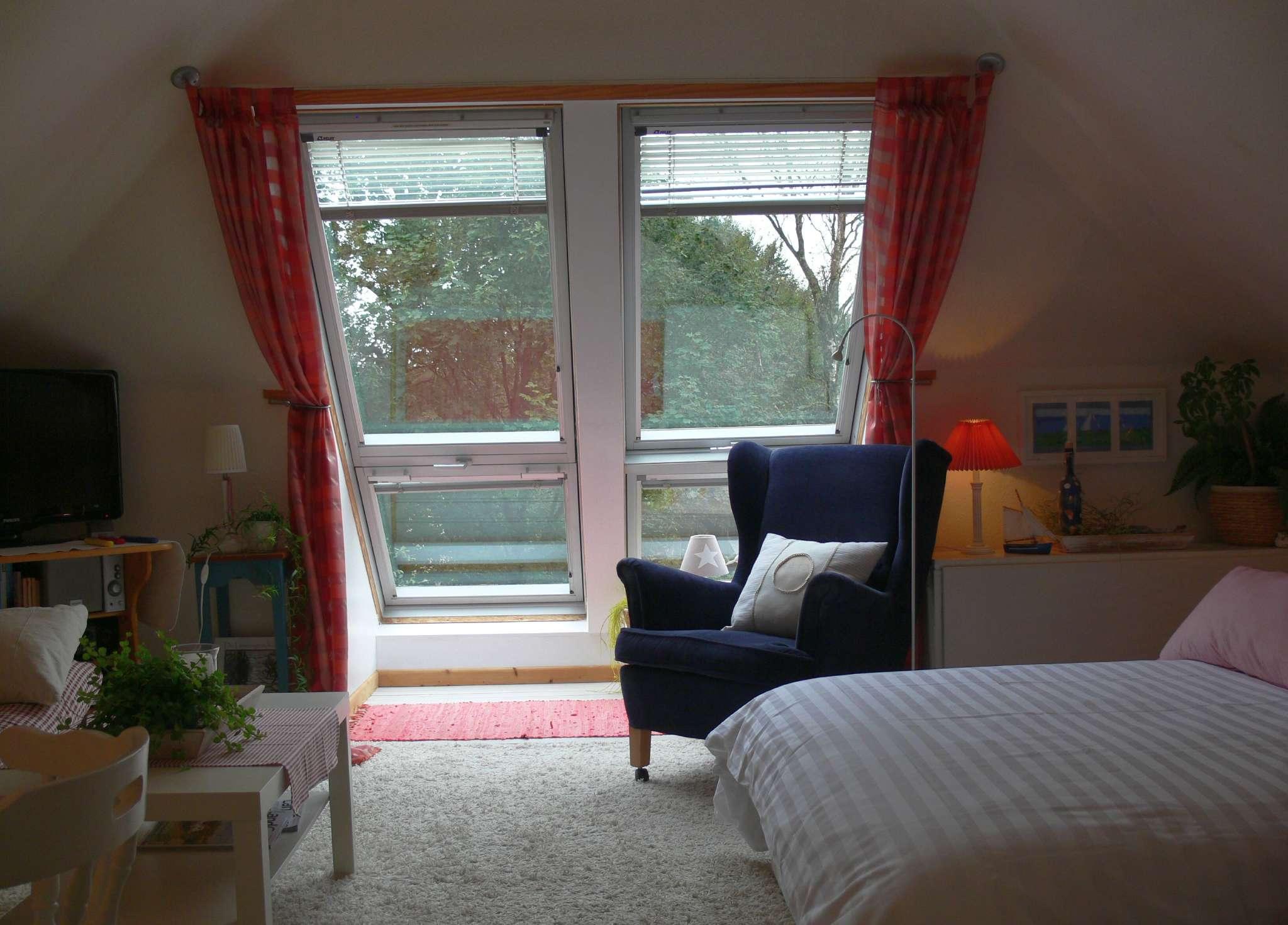 Doppelbett im Schlafraum
