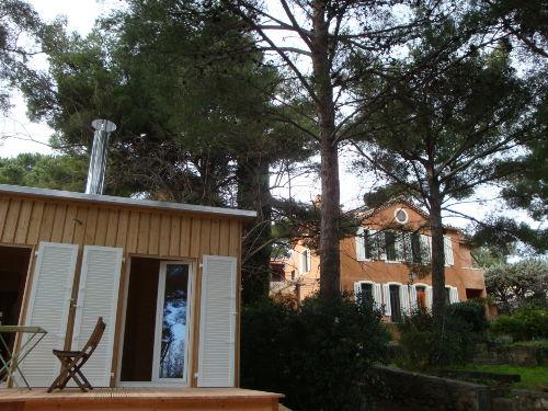 Im Hintergrund die provenzalische Villa