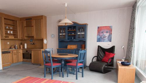 Küche mit Essbereich und Meerblick
