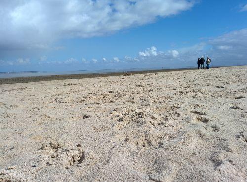 Strand in Dangast mit Leuchturm Arngast