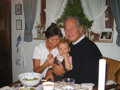 Heidrun und Hark Gereke mit 1 Enkelkind