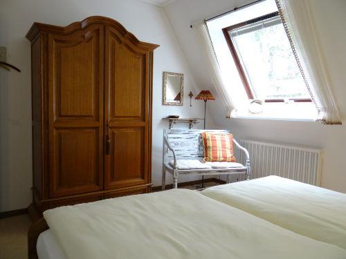 Esszimmer mit Durchgang zum Wohnzimmer