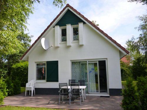Haus mit gro�er Terrasse und Liegewiese
