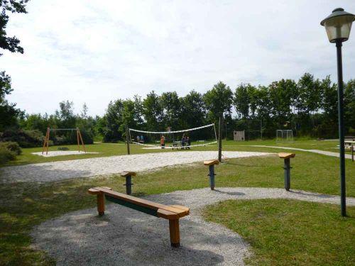 Volleyball und Fußballfeld