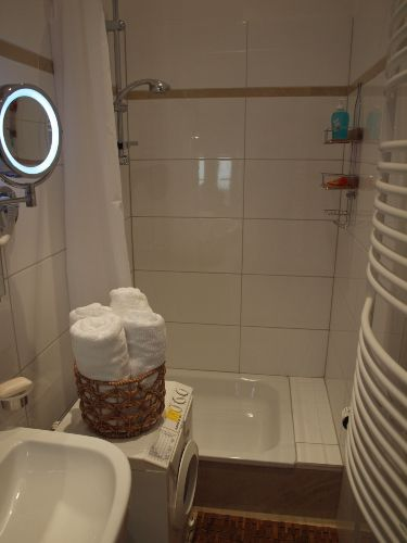 Duschbad mit Waschmaschine ..