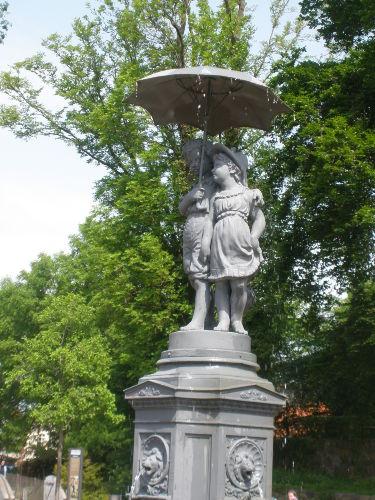 Lübzer Schirmkinder (Springbrunnen)