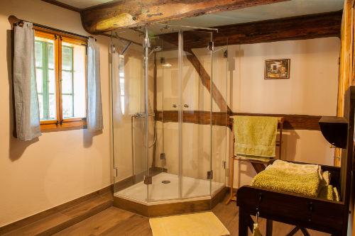 2. Bad im EG von Toilette aus gesehen
