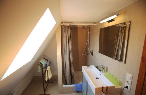 Bad DG, Blick zur Dusche