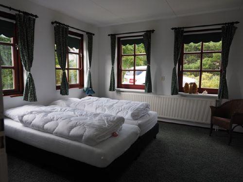 Schlafzimmer mit Bad im Erdgeschoss