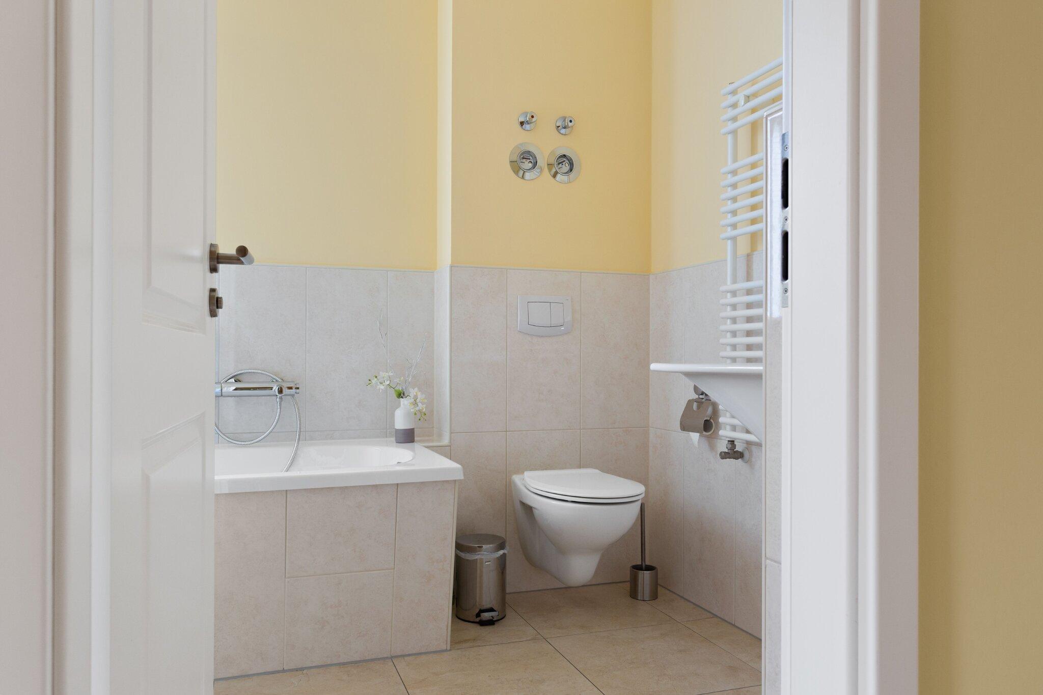 Schlafzimmer mit Balkont�r S�dseite