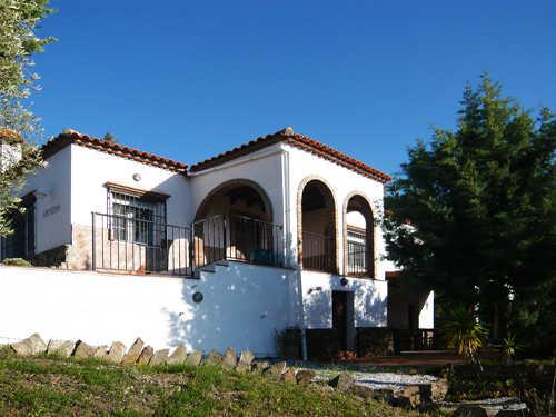 Hauseingan mit Terrassen auf zwei Ebenen