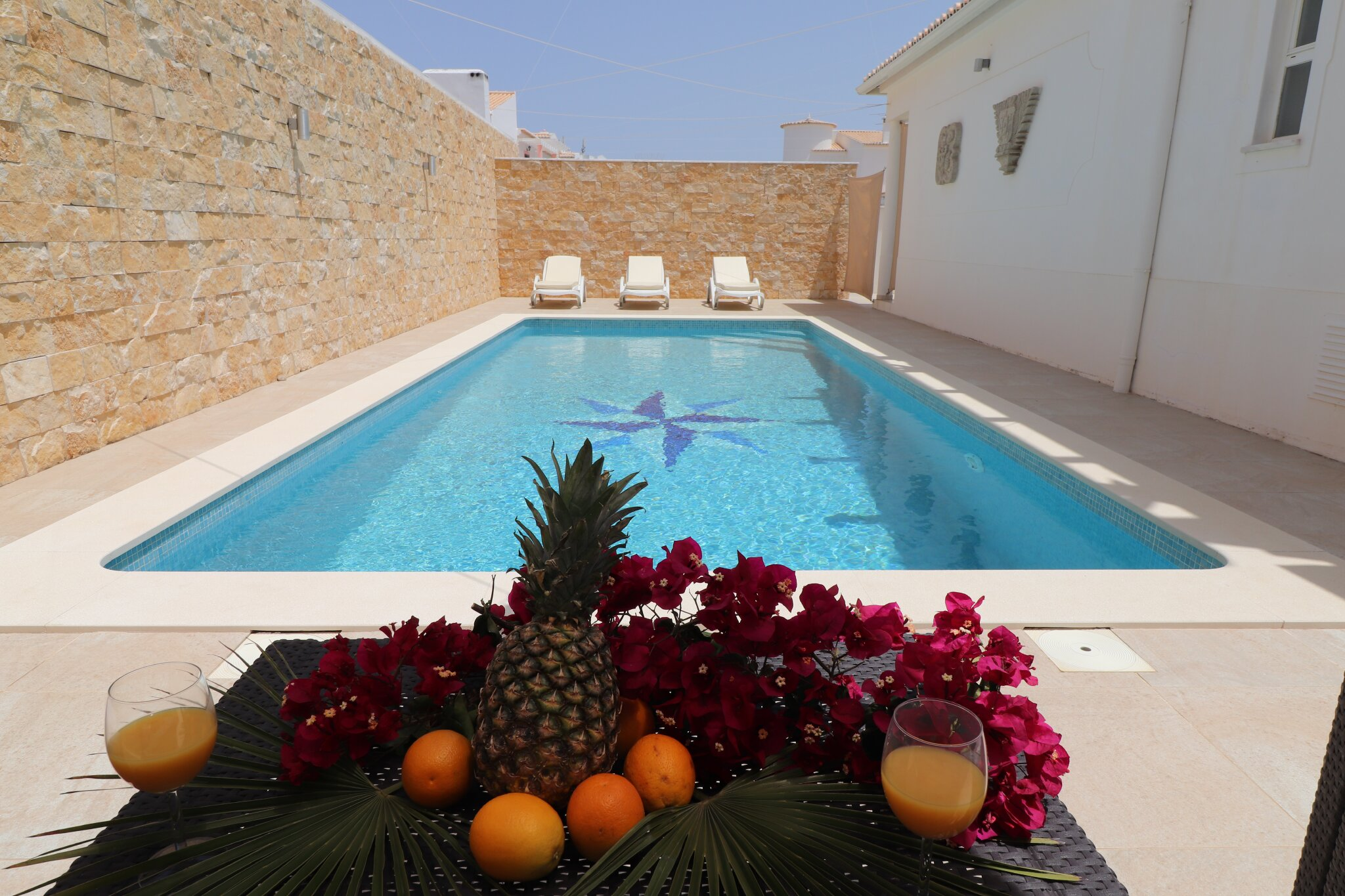 relaxen Sie ganz privat und chic am Pool