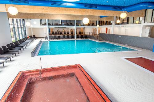 Schwimmbad mit W�rme- & Kinderbecken