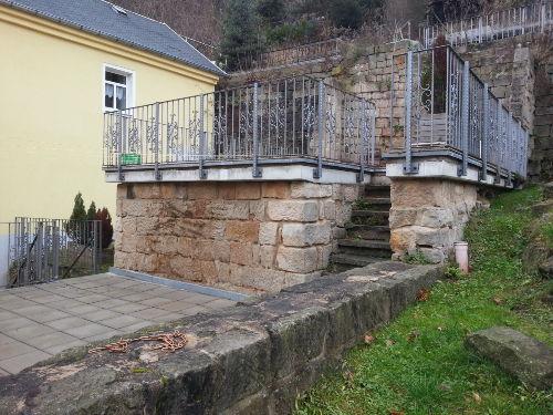 Blick auf die Terrassen hinder dem Haus