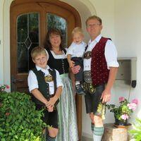 Vermieter: Ihre Gastgeberfamilie vom Kronast-Hof