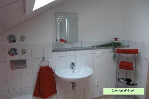 Hell und wohnlich - das Bad und WC