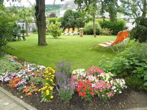 Unser Garten, voller Blumen