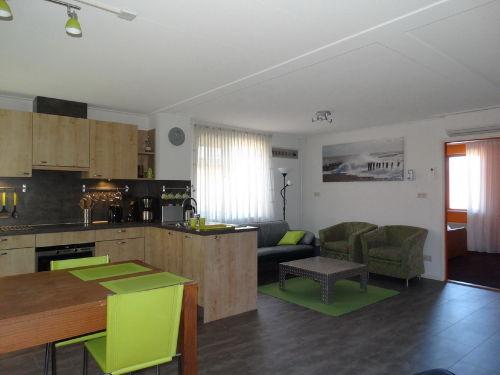 Wohnzimmer mit Einbauk�che