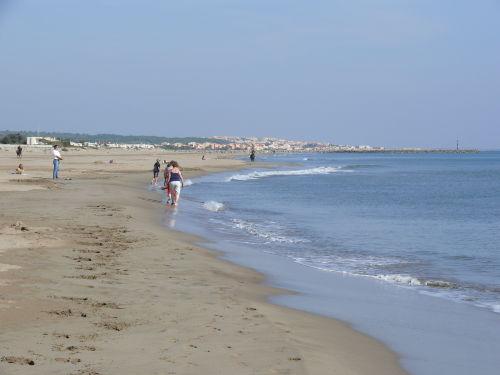 An die Ferienanlage angrenzender Strand