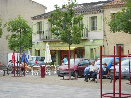Am Marktplatz von Gruissan Village
