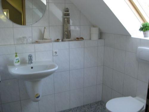 Bad 2 nur Toilette und Waschbecken