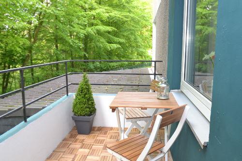 Kleiner Balkon mit Waldblick