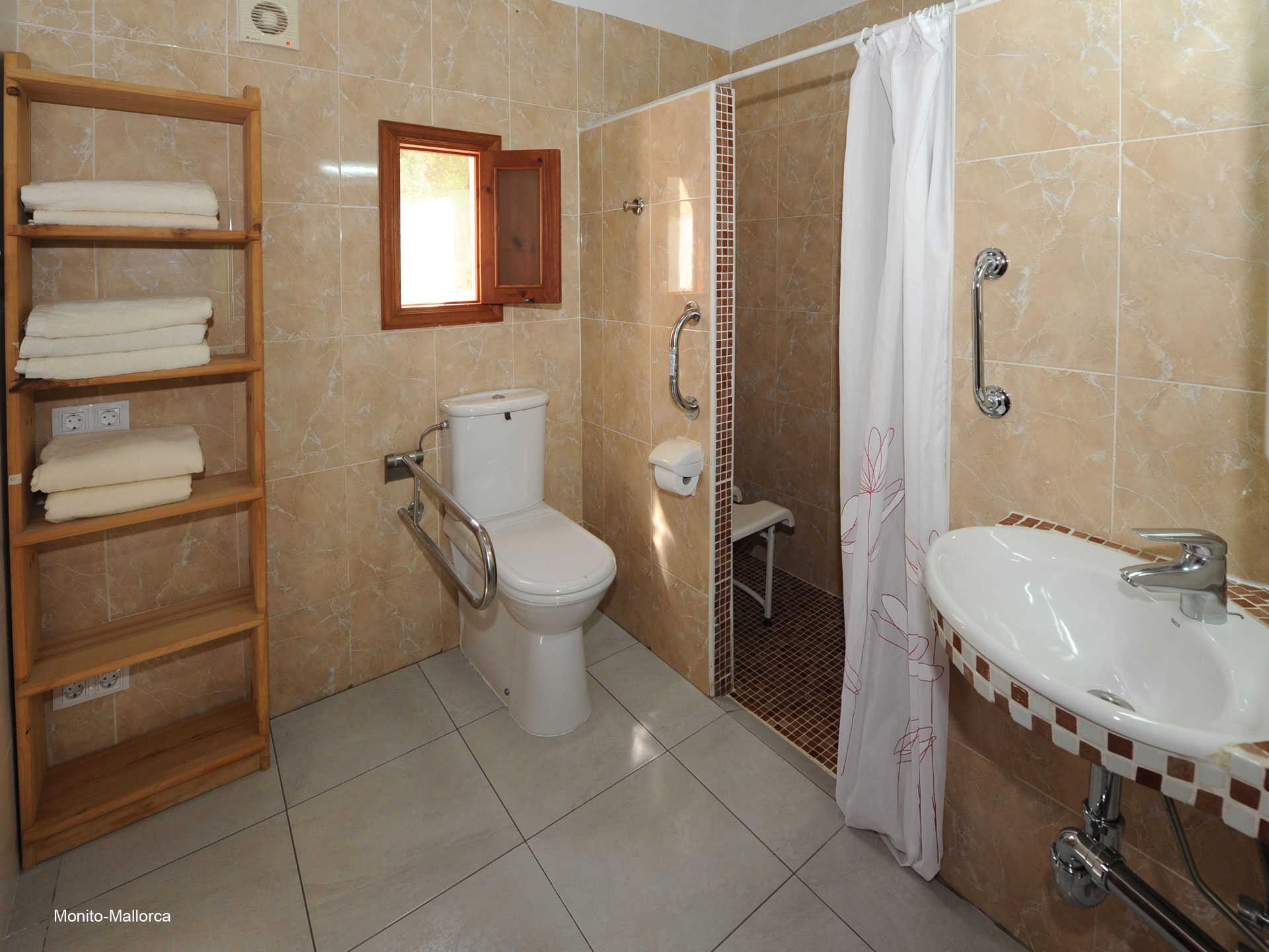 Schlafzimmer 3 mit Behindertenbett