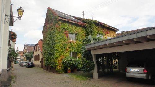 Wohnhaus mit Carport