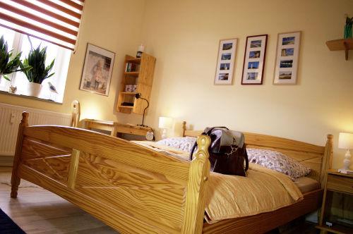 Großes und bequemes Doppelbett