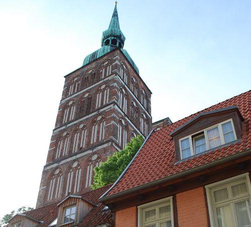 Ein Steinwurf bis zur Nicolaikirche