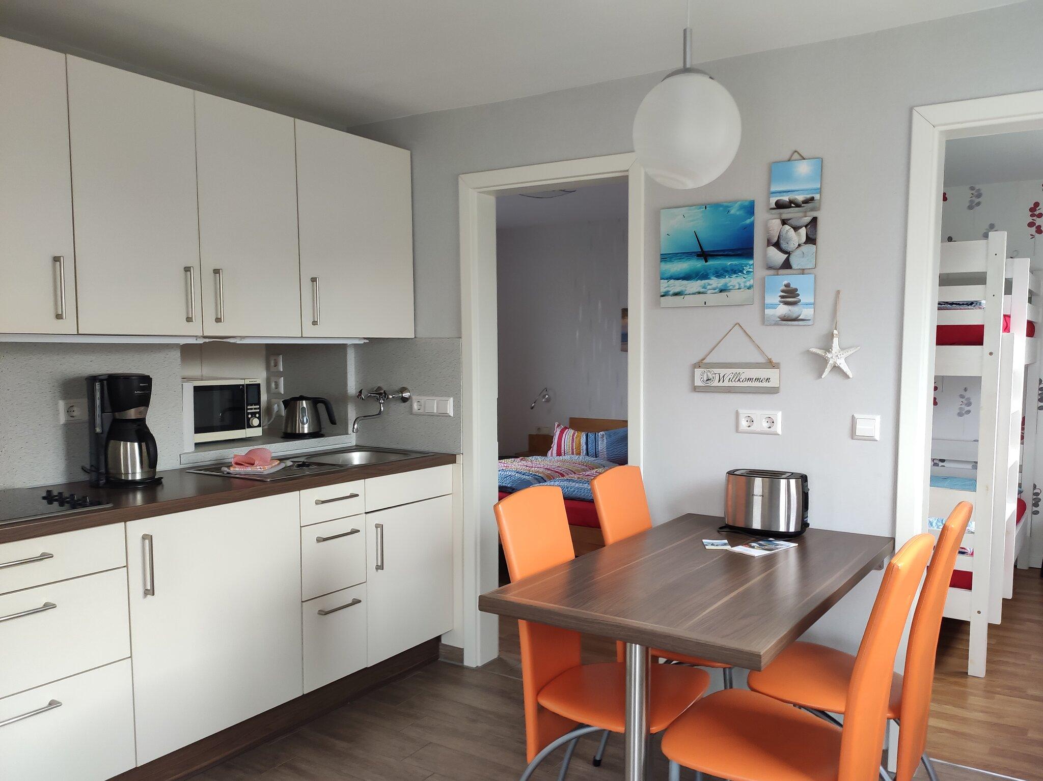 Küche, Blick ins Wohnzimmer