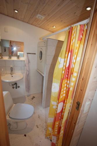 Zweite Bad mit Waschmaschinne