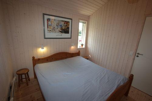 Eins von zwei Schlafzimmern mit Doppelbett