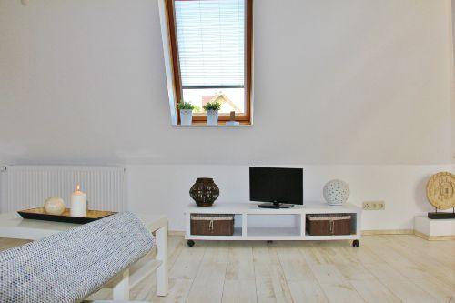 Wohnzimmer, Fernseher mit DVD-Player