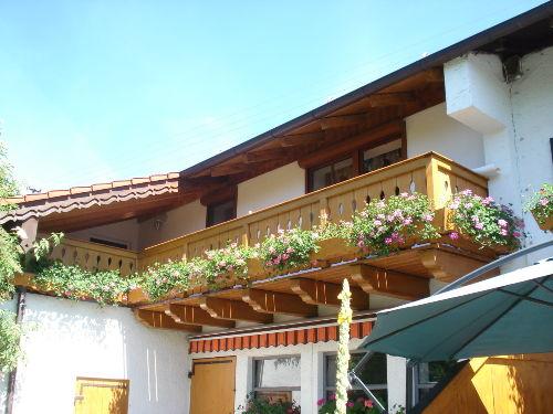 Balkon mit kleiner Terrasse