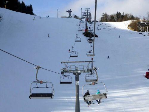 Skifahren und Rodeln am Hocheck