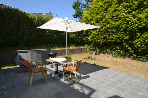 Terrasse und Garten mit Grillmöglichkeit