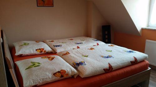 Zwei Betten zusammengestellt