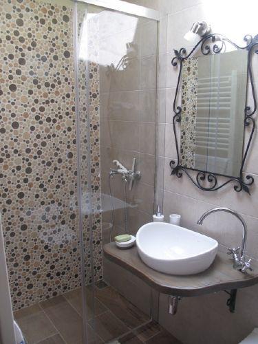 Kleines Zimmer: Dusche-Toilette