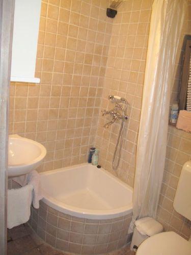 Erdgeschoss: Extra Dusche-Toilette