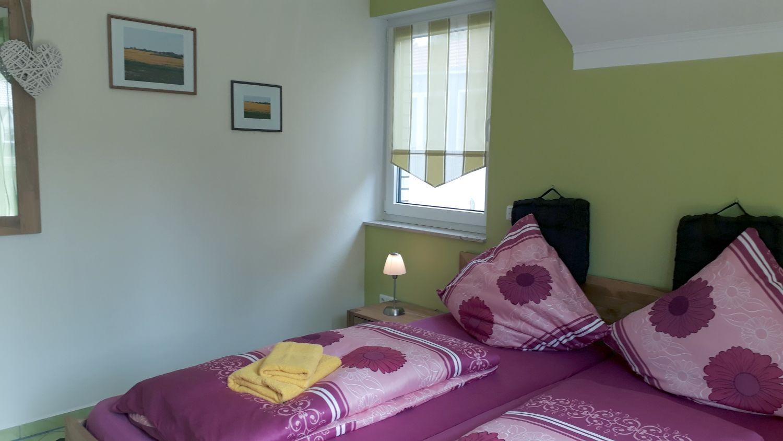 Das Schlafzimmer, mit Ausgang zum Balkon