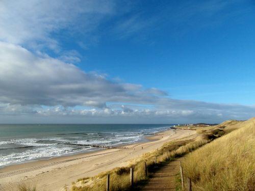 Das Meer, Strand und Dünen auf 200M....