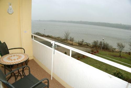 Balkon mit Blick auf das Wasser